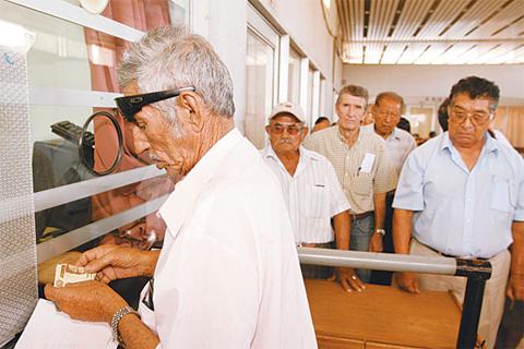 Hoy-fue-promulagdo-el-Decreto-Supremo-que-eleva-rentas-de-114-mil-jubilados