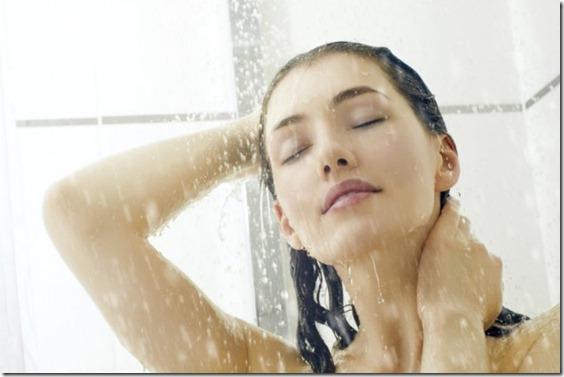 errores-al-lavar-el-cabello 1