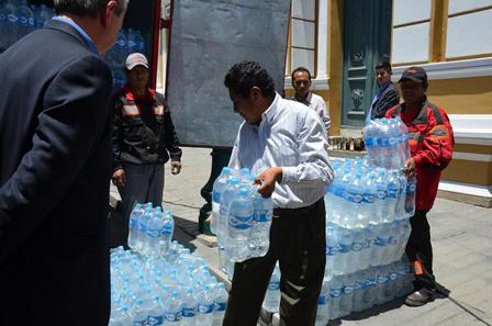 Coca-Cola-en-Bolivia-dona-30.000-litros-de-agua-para-familias-damnificadas-
