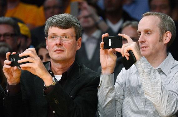 Thorsten+Heins+Andrew+Bocking+Phoenix+Suns+3X7XnFJHpv x Andrew Bocking, el responsable del BlackBerry Messenger abandona la firma canadiense