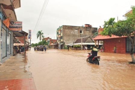Rurrenabaque:-Damnificados-comienzan-a-recibir-ayuda-humanitaria-de-Defensa-Civil