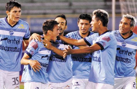 Apretado. Los jugadores de Aurora festejan. Foto: Fernando Cartagena