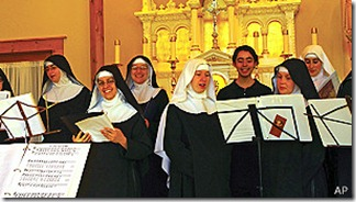 En 2012 y 2013, las monjas benedictinas de María, Reina de los Apóstoles llegaron al primer lugar de la lista Billboard de música clásica.