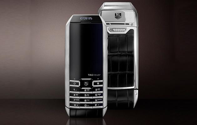 TAG Heuer presenta su teléfono con carga solar integrada (bajo la pantalla)