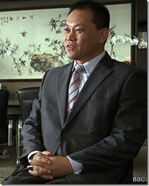 Zhou quedó paralizado de cuello para abajo en sus 30.