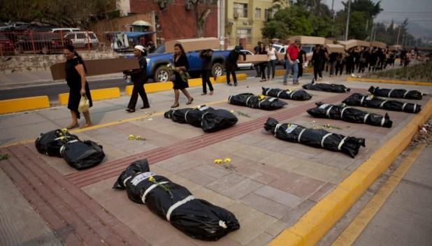 MUJERES MARCHAN CONTRA CRIMINALIDAD EN HONDURAS