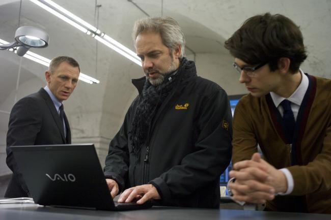 Daniel Craig, Sam Mendes y Ben Whishaw en el rodaje de Skyfall