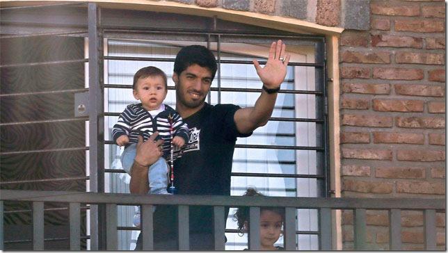 Suárez, en su casa y con sus hijos.