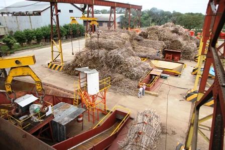 Industriales-inician-zafra-para-abastecer-de-azucar-al-mercado-interno