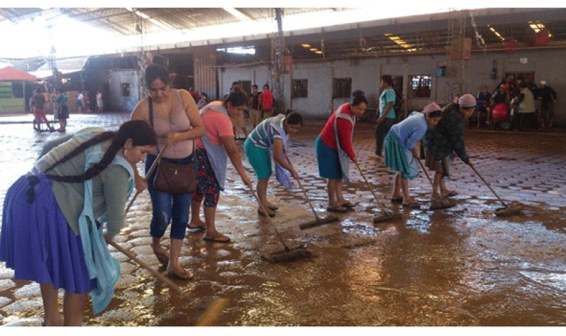 Comerciantes del mercado Abasto procedieron a la limpieza de sus puestos de venta y las arterias aledañas.