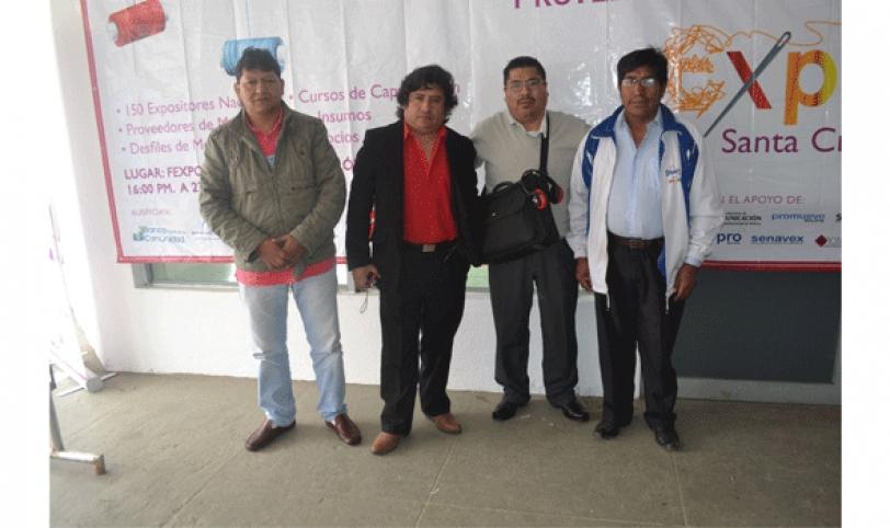 Los representantes de los talleristas bolivianos llegaron para exponer en la Expotextil 2014.