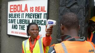 Trabajadores contra el ébola