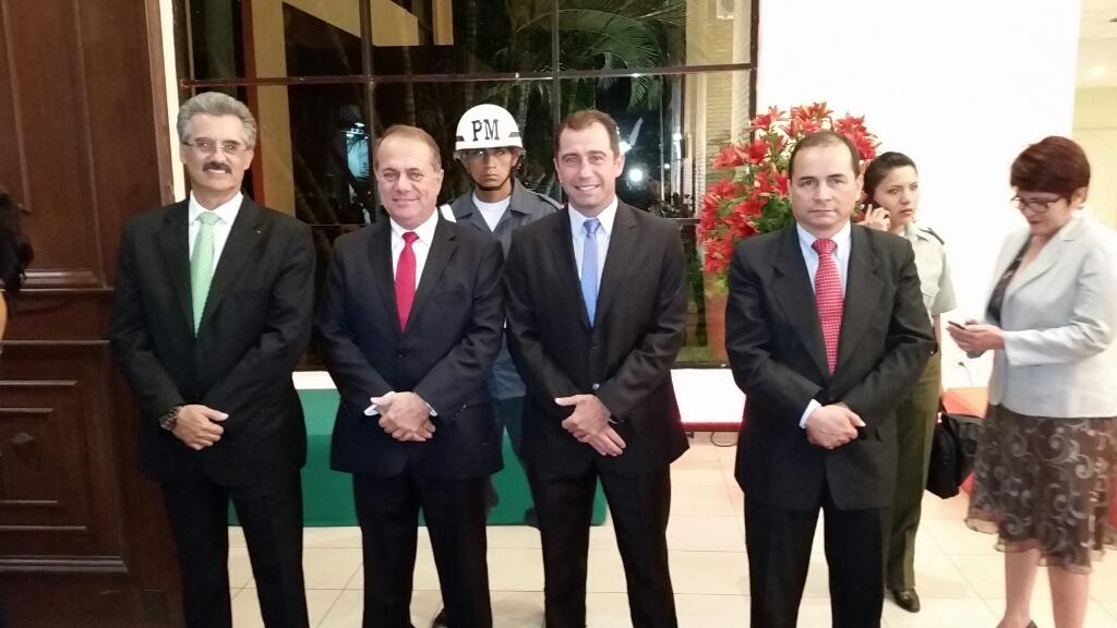 Julio Roda (Pdte.CAO), Luis Barbery (Pdte. CAINCO), Mario Herrera (Gerente de la Fexpocruz), Edilberto Osinaga (Gerente de la CAO)