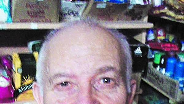 """En su local. Camilo """"Lito"""" Menna (65). Llevaba 33 años en silla de ruedas."""
