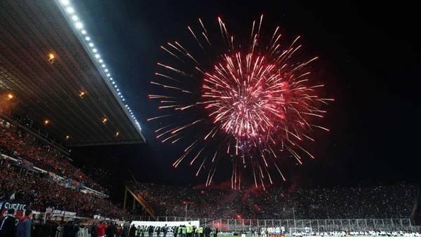 Festejos. La multa es por las bengalas que se tiraron durante el segundo tiempo de la final. (Reuter)