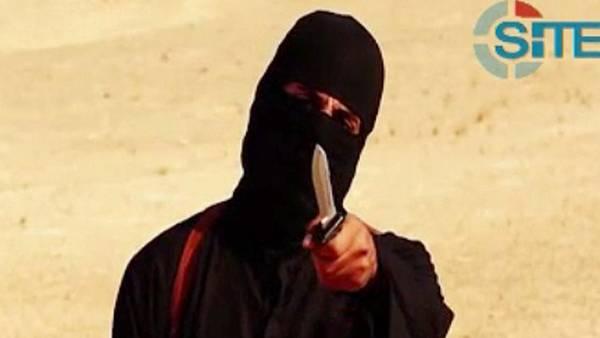Verdugo. Un militante enmascarado del ISIS antes de la supuesta decapitación de Sotloff.