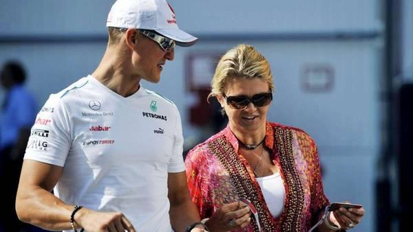 Schumacher-Corinna-llevarlo-Suiza-EFE_CLAIMA20140401_0108_30