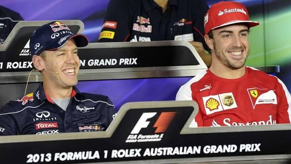Vettel y Alonso, durante la conferencia de prensa previa al Gran Premio de Australia. (AP)