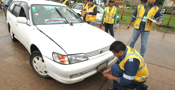 Los taxistas a cuyos vehículos funcionarios municipales le arrancaron la placa de circulación podrán retirar este código de control sin pagar ninguna multa