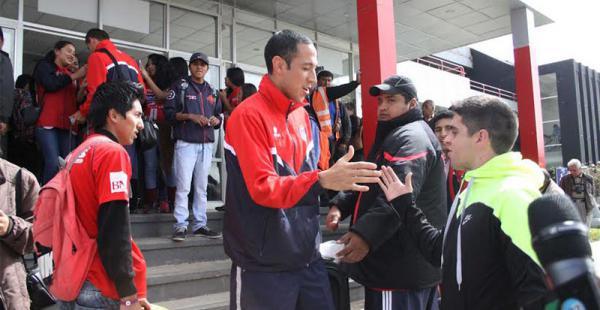 Mauricio Saucedo fue uno de los más felicitados por la hinchada