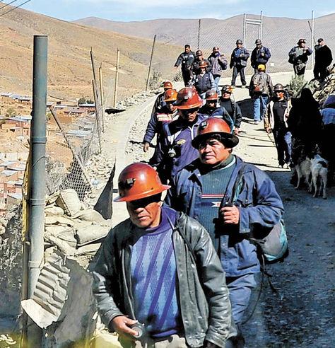 Oruro. Trabajadores de la Empresa Minera Huanuni (EMH).
