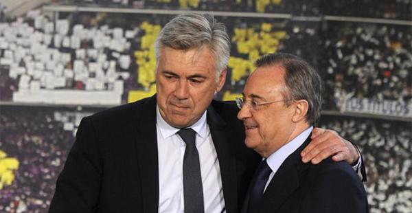 Ancelotti (Izq) recibió el total respaldo del presidente del club madridista