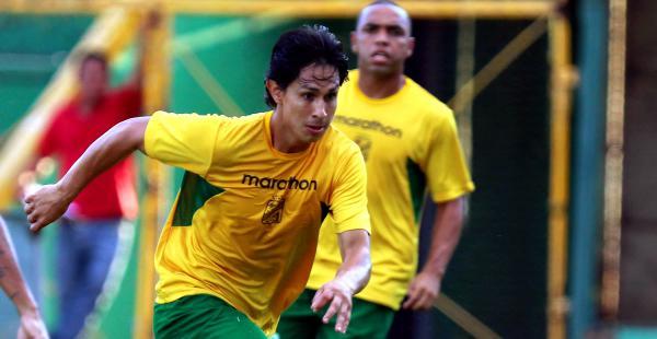 Marvin Bejarano superó el dolor en uno de sus glúteos y es casi un hecho que sea titular ante The Strongest, este domingo (19:30)
