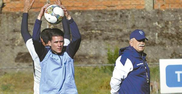 Juan Miguel Callejón (izq.) es el arma ofensiva que tiene la academia de Xabier Azkargorta