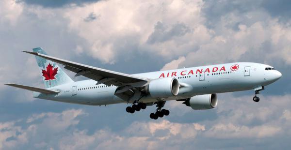 La mujer de 23 años tuvo a su bebé cuando se encontraba a borde de un avión de la ompañía canadiense Air Canada