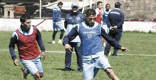 Nelson Cabrera ha respondido a las expectativas del club. Además, busca naturalizarse