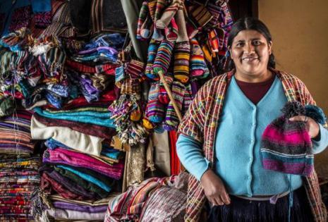 La empresa trabaja con Verónica, una artesana boliviana Foto: Ura Iturralde.
