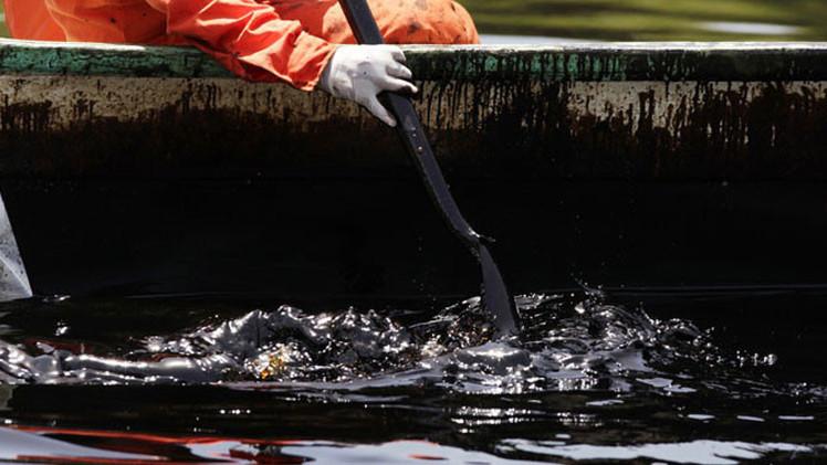 EE.UU.: La fuga del petróleo en el golfo de México puede seguir otros 100 años