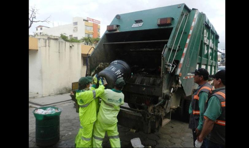 RECOJO. El recojo de basura se normalizó ayer tras llegar a un acuerdo la empresa Vega Solvi con sus trabajadores que pararon durante tres días.