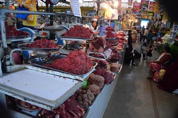 La oferta de carne de res en el mercado 25 de Mayo, uno de los principales de la ciudad.   Foto archivo - José Rocha Los Tiempos