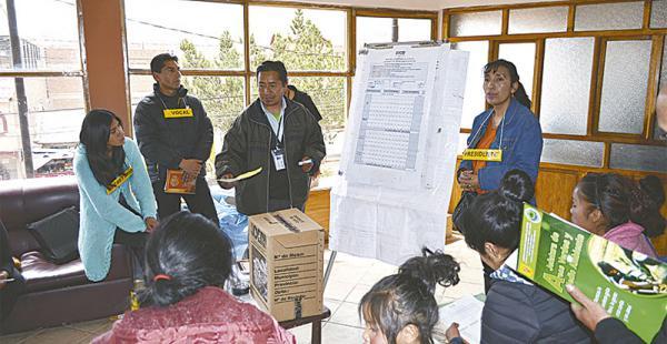 El Tribunal Electoral de Potosí hizo un simulacro, ayer, sobre los escrutinios del referéndum