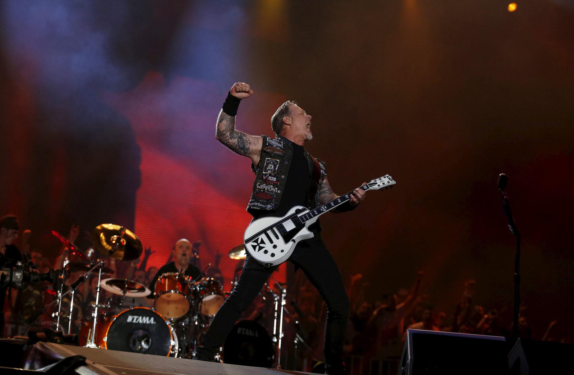 James Hetfield of Metallica perfoms during the Rock in Rio Music Festival in Rio de Janeiro, Brazil, September 20, 2015. REUTERS/Pilar Olivares