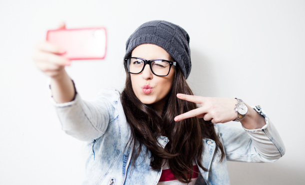 Retrato estereotípico de un millennial. Anchiy - Shutterstock