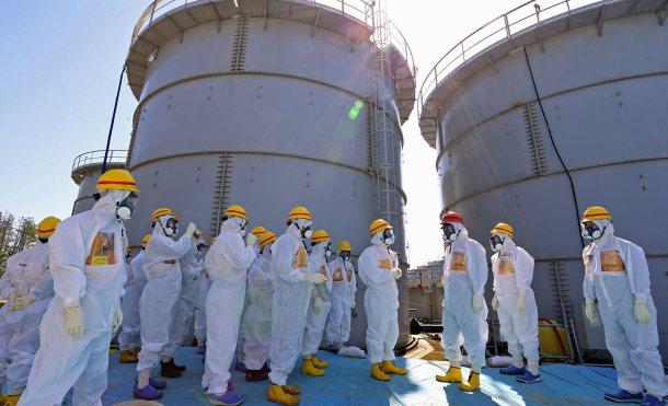 Trabajadores en la limpieza del desastre en Fukushima.  Reuters.