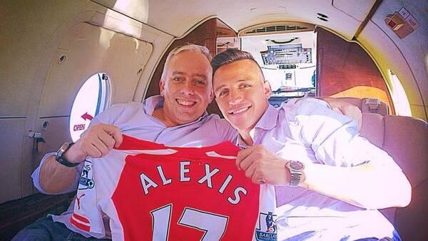 El agente argentino Fernando Felicevich junto a Alexis Sánchez. (@ffelicevich)