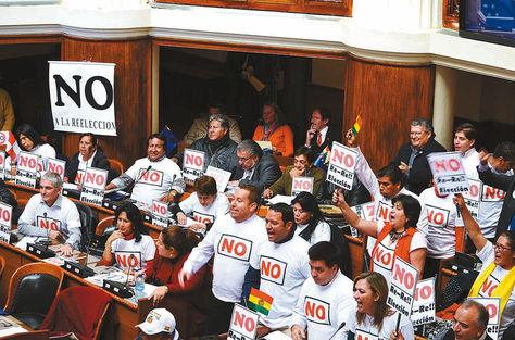 Sesión. El sábado, la oposición protestó durante la sanción de la ley de reforma constitucional. Foto: Vicepresidencia