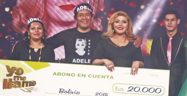 Daniela Levi posa junto al cheque que ganó en la gala final de Yo me llamo vip. Recibió el respaldo de público de todo el país