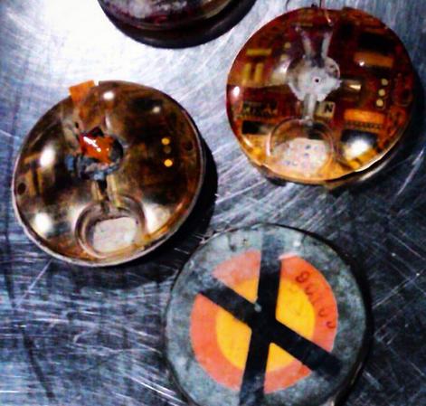 Estas minas de tierra fueron encontradas en una maleta de mano en el aeropuerto de Salt Lake City. Activas o inactivas las minas están prohibas.
