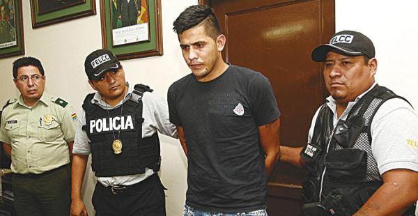 Yamil Montero El Rezz fue mostrado ayer en el Comando                       de la Policía; era buscado por un millonario robo en Potosí