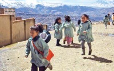 En Bolivia prevalecen prejuicios y discriminación hacia las niñas