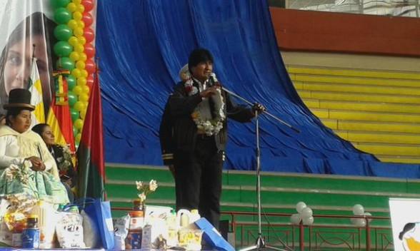 El presidente Evo Morales, esta mañana en el acto del inicio de la entrega del subsidio universal. | Foto: Ministerio de Salud -  @MinSaludBolivia  -  .   Agencia