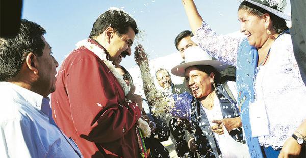 El mandatario venezolano se hizo esperar y nadie explicó su falta al almuerzo que organizó Evo Morales