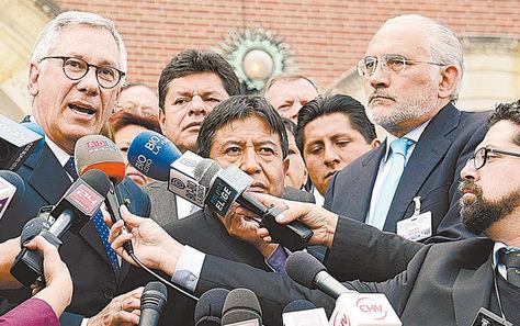 La Haya. Rodríguez yMesa en Holanda con medios internacionales.