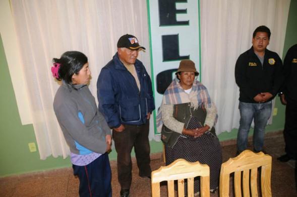 Son familiares de los carniceros que habrían planificado y ejecutado el asesinato de una mujer y de su yerno, en El Alto. - María René Centellas La Prensa