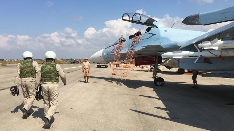 El caza ruso Su-30SM en la base aérea Jmeimim en Siria