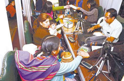 Empadronamiento. Registro biométrico de electoras para los comicios generales de octubre de 2014. Foto: Archivo.